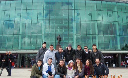 Μπροστά στο Old Trafford, Manchester